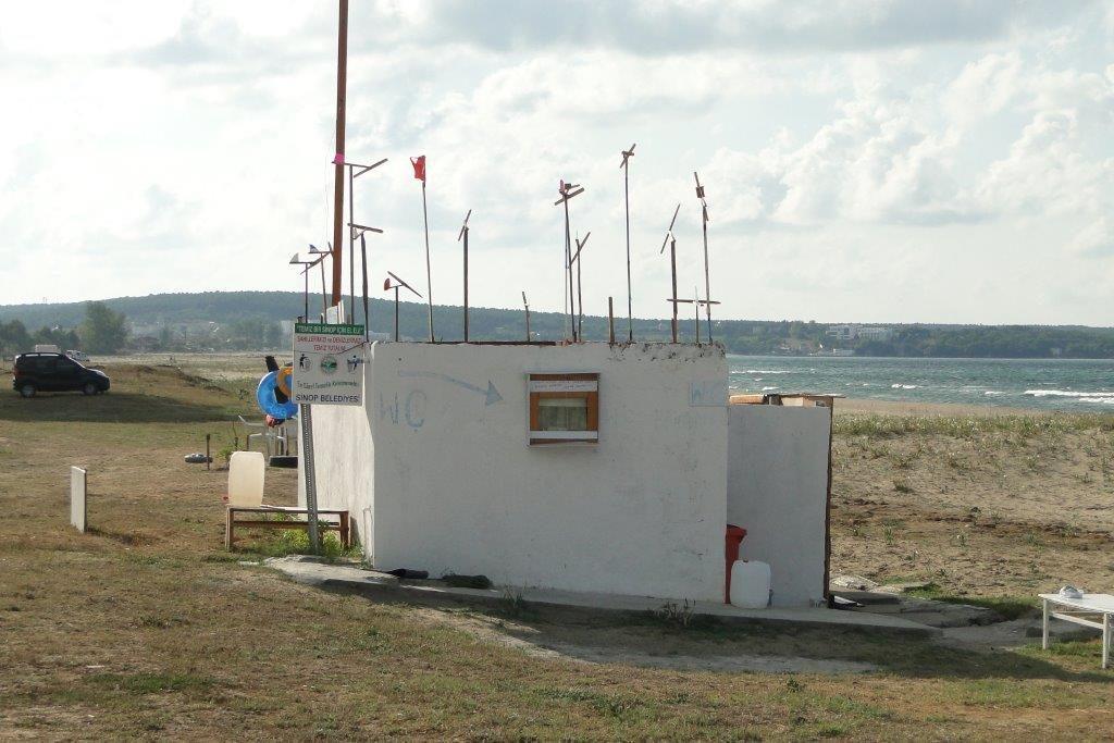 Toilettes publiques sympa sur mer noire