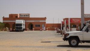 village en plein désert avec gare routière..