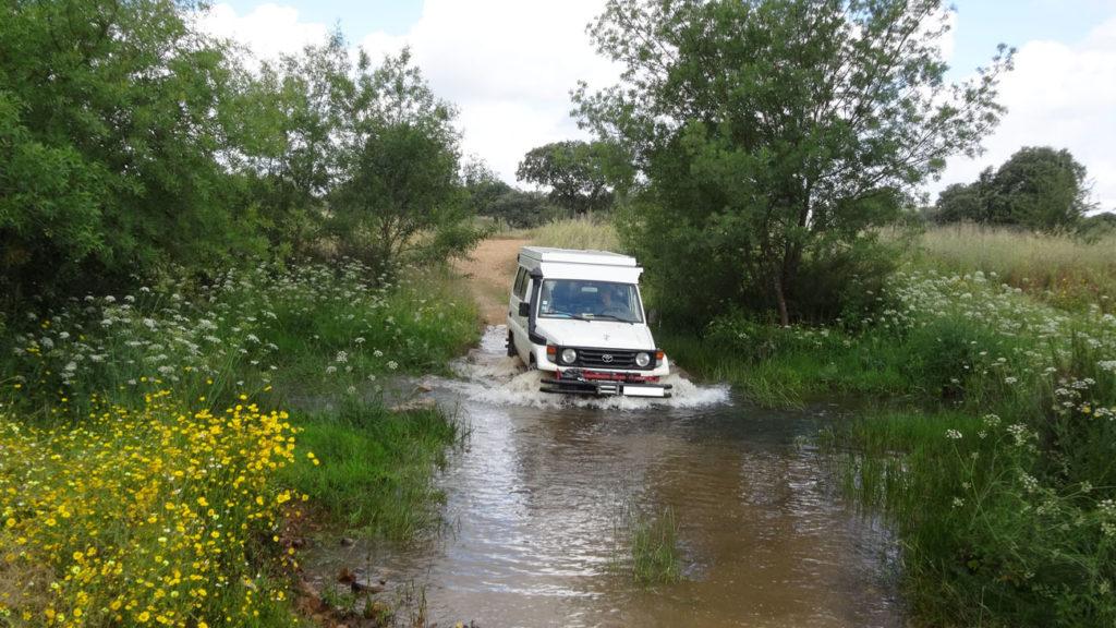 dans les chemins creux on traverse des ruisseaux..